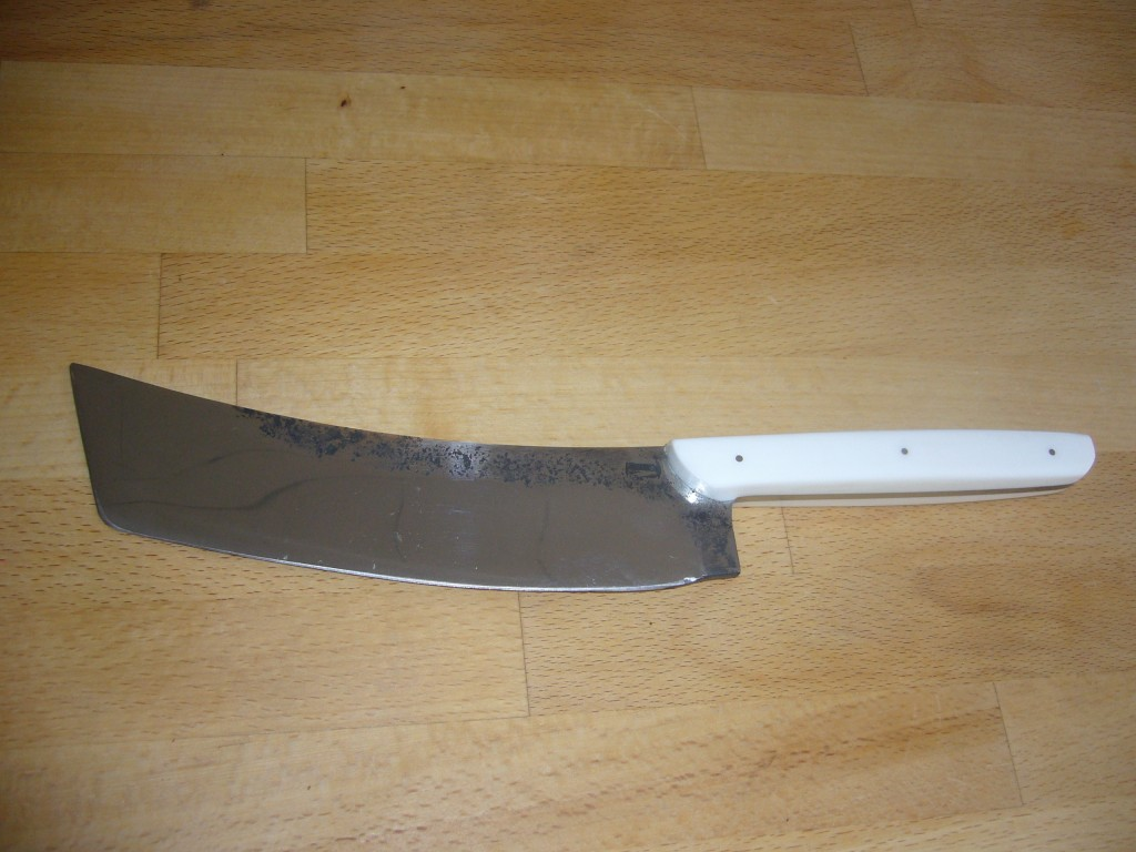 Couteau de cuisine avec manche en résine synthétique